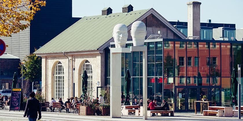 Die Adlershofer Köpfe und das Forum Adlershof