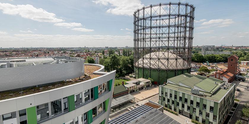 Luftbild: Das Gasometer des Zukunftsortes EUREF-Campus in Berlin-Schöneberg