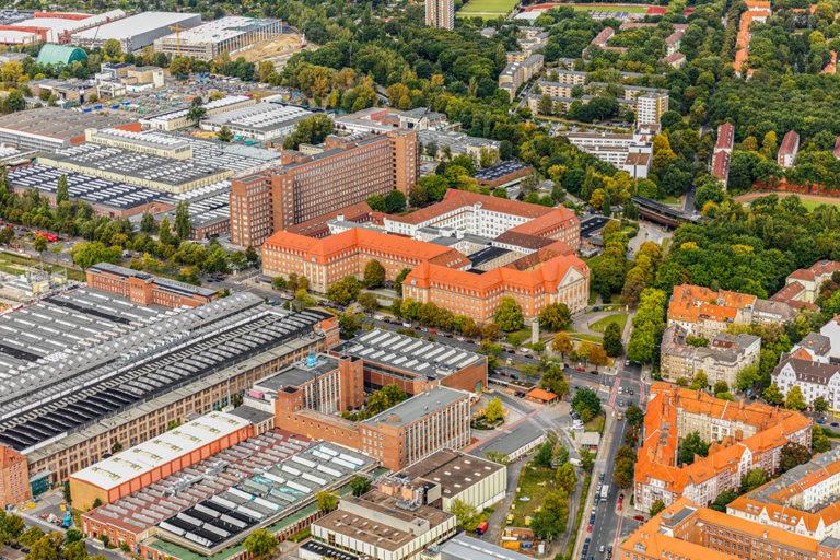 Zukunftsort Siemensstadt: Luftbild Historische Klinkerbauten und Fabriken